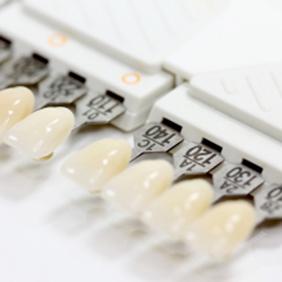 zahnimplantate oberflaechen Zahnarzt Köln