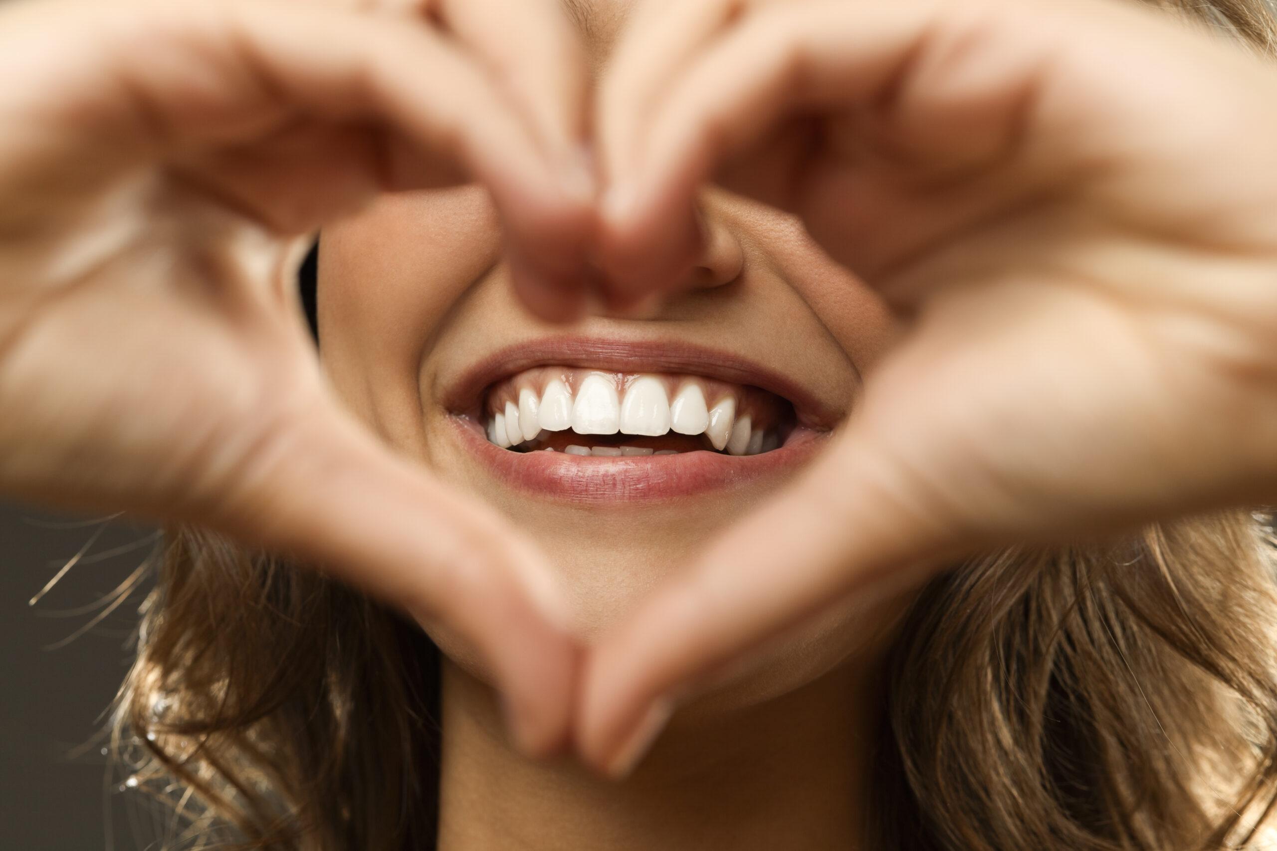Aesthetische Zahnmedizin Haende als Herz